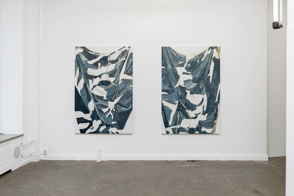 B-B-B-Bootlegs, installation view, Gallery Steinsland Berliner. From left to right: Shirt (Cloth) III (2016), 120 x 180 cm, acrylic and oil on canvas. Shirt (Cloth) IV (2016), 120 x 180 cm, acrylic and oil on canvas.