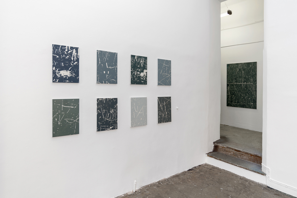 B-B-B-Bootlegs, installation view, Gallery Steinsland Berliner. From left to right: Carvings #24, 30, 20, 35, 27, 22, 34, 31, (2016-2017), 29 x 42 cm, oil on canvas. Xerox Dust (2017), 90 x 130, acrylic on canvas.
